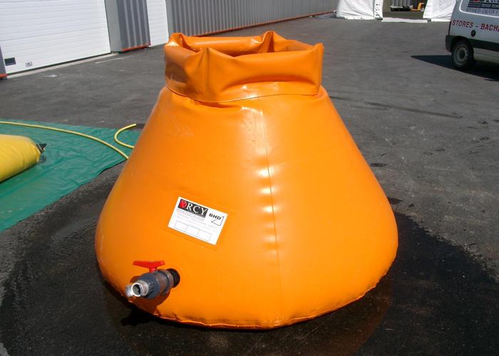 Citerne-Souple-ouverte-pour-les-eaux-polluées